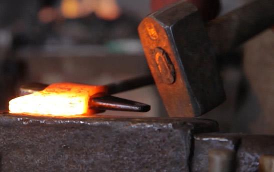 2015-forge-video-anvil-hammer_lu8h2b
